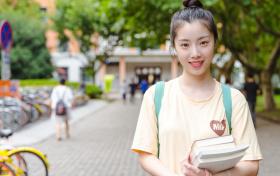 本科文科女生最吃香的专业排名:女生学什么好就业、工资高又轻松?