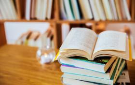 文科女生选学校和专业哪个重要?2021女生文科适合学什么专业?