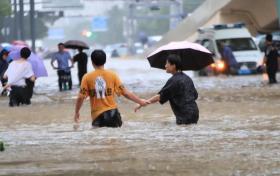 2022高考作文素材:河南暴雨救援观后感、感人故事瞬间等